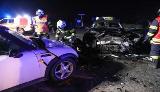 Schwerer Kreuzungscrash in Buchkirchen fordert zwei Verletzte