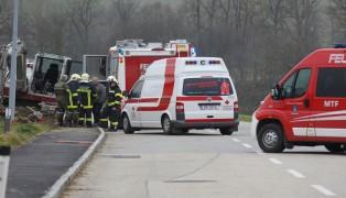 Arbeiter auf Baustelle in Wendling teilweise verschüttet