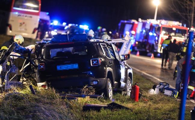 Ein Todesopfer und zwei Schwerverletzte bei Verkehrsunfall mit ...