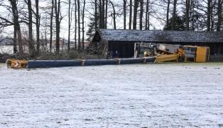 Schwerlastkran am Fußballplatz in Heiligenberg umgestürzt