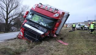 Tödliche Kollision zwischen LKW und zwei PKW auf Innviertler Straße in Grieskirchen