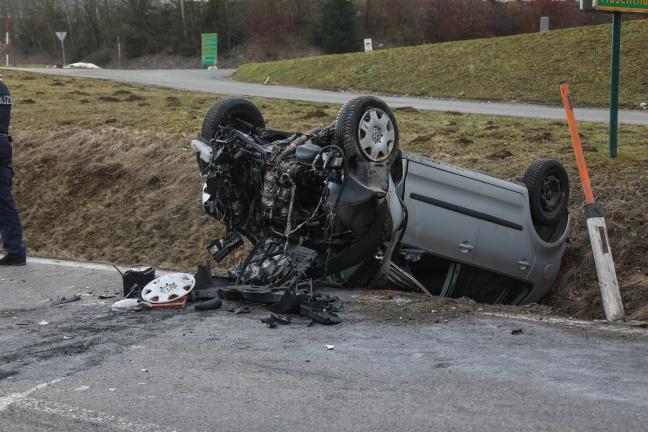 Schwerer Verkehrsunfall auf Wiener Straße in Vöcklamarkt fordert vier teils Schwerverletzte