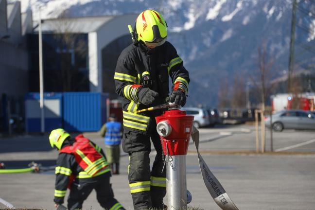"""Großübung der Einsatzkräfte bei kürzlich ausgezeichnetem """"feuerwehrfreundlichen Arbeitgeber"""" in Spital am Pyhrn"""
