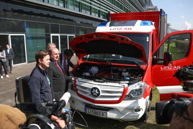Betriebsfeuerwehr Linz AG stellt erstes vollausgerüstetes Einsatzfahrzeug mit Elektroantrieb vor