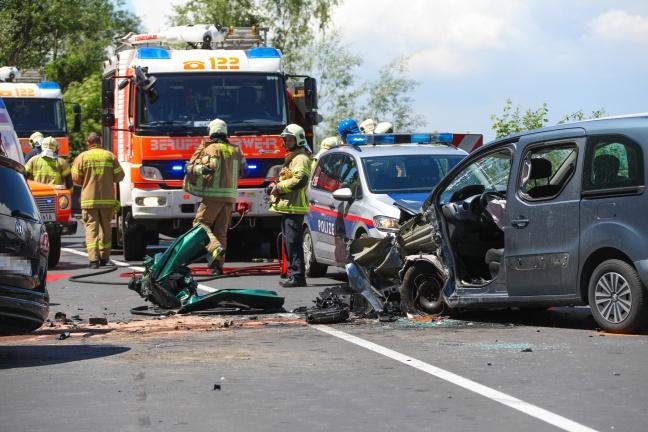Schwerer Crash in Linz-Ebelsberg fordert ein Todesopfer und fünf teils Schwerverletzte