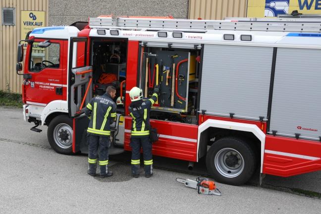 Kleinbrand in Zwischenboden einer Discothekek in Wels-Pernau sorgt für Einsatz der Feuerwehr