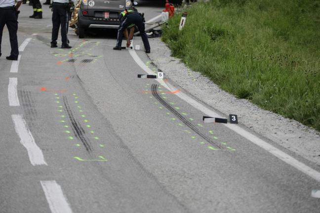 Lenkerin eines Mopedautos starb bei Kollision mit Reisebus in Hartkirchen