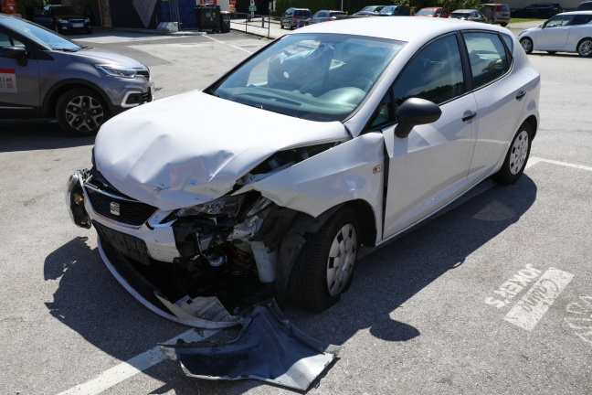 Verkehrsunfall auf Pyhrnpass Straße in Sattledt fordert eine leichtverletzte Person