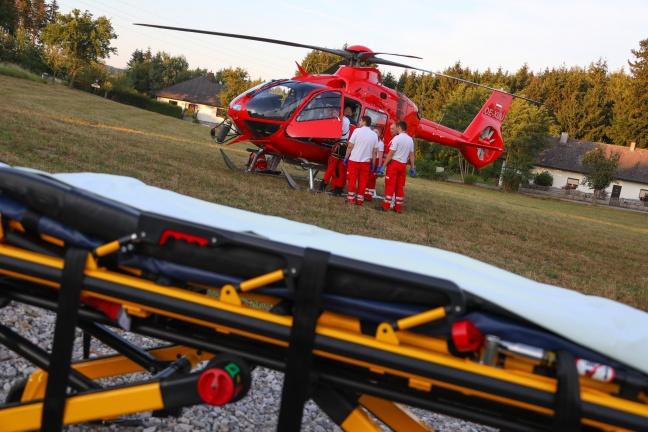 Notarzthubschrauber nach schwerem Unfall mit Motorsäge in Buchkirchen im Einsatz