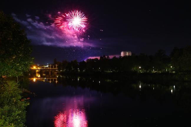 Welser Volksfest sorgte mit Feuerwerk für viele staunende Gesichter in und um Wels