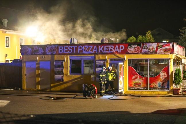 Brand eines Pizza-Kebap-Imbissstandstandes in Enns