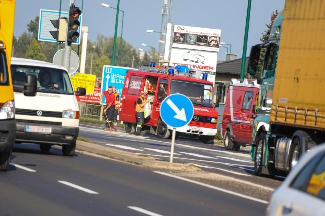 Kilometerlange Ölspur musste von Feuerwehr im dichten Nachmittagsverkehr gebunden werden