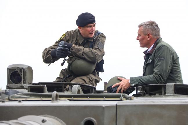 Verteidigungsminister Mario Kunasek (FPÖ) besuchte Panzerübungsgelände der Hessenkaserne in Wels