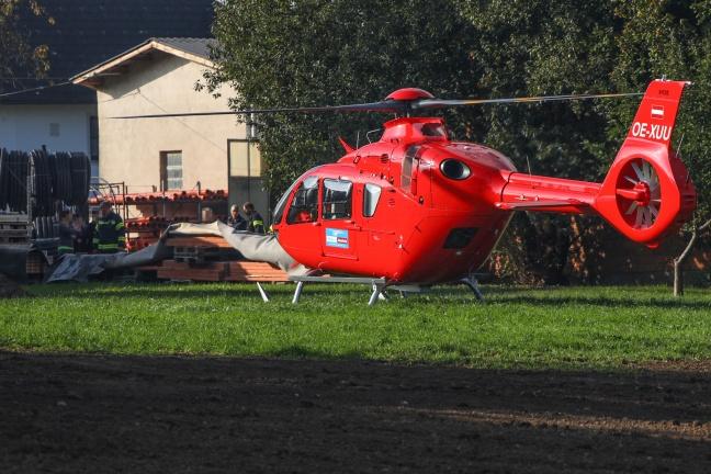 Personenrettung nach Unfall mit Stapler auf Betriebsgelände in Gschwandt