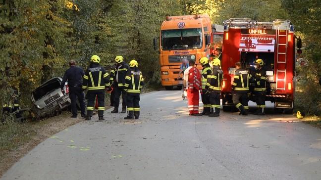 PKW-Lenkerin (18) kracht bei Verkehrsunfall in Dietach frontal gegen Baum