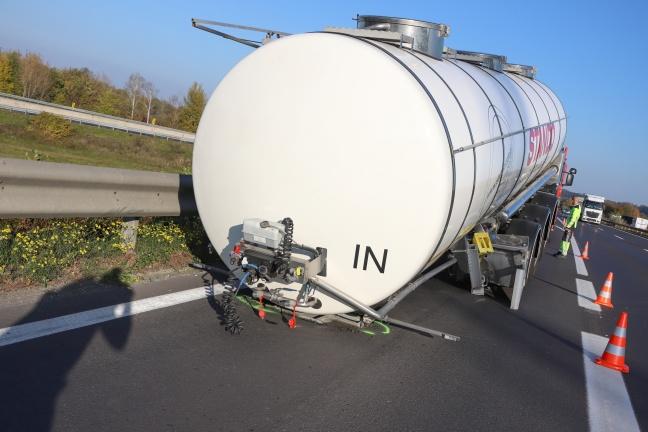 LKW verlor auf Welser Autobahn bei Weißkirchen an der Traun Sattelauflieger