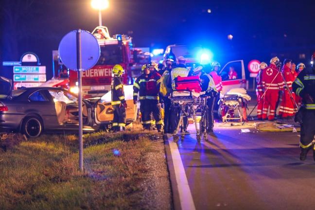 Drei Schwerverletzte bei Crash auf Eferdinger Straße in Wilhering