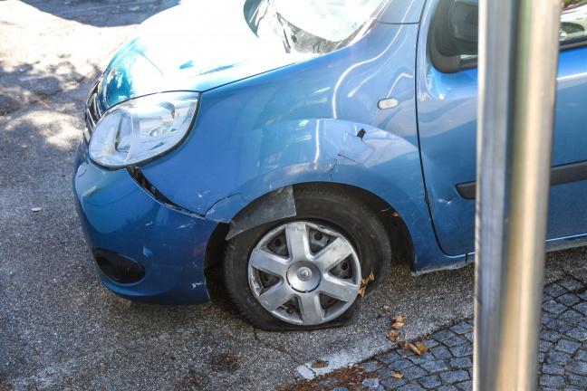 Verkehrsunfall zwischen zwei Autos auf Pyhrnpass Straße in Sattledt