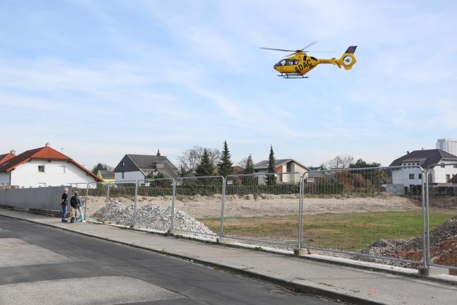 Notarzthubschrauber nach internem Notfall in Wels-Lichtenegg im Einsatz