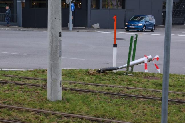 Kollision zwischen Auto und Straßenbahn in Pasching endet glimpflich