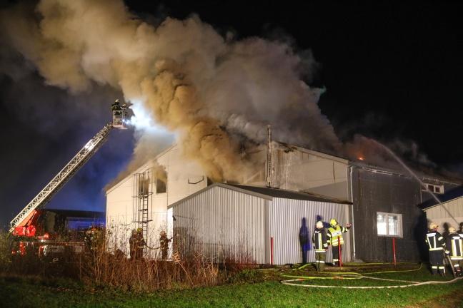 Großbrand bei Gewerbebetrieb in Kallham