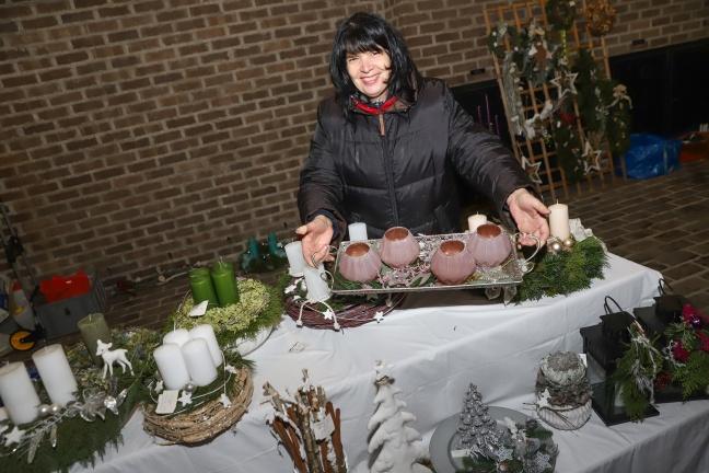 Segnung der Adventkränze und großer Adventmarkt in Wels-Pernau