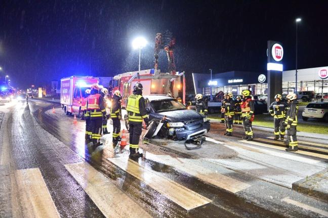 PKW in Freistadt auf Schutzweginsel aufgefahren