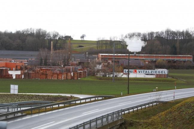 Brandeinsatz auf Betriebgelände in Hinzenbach