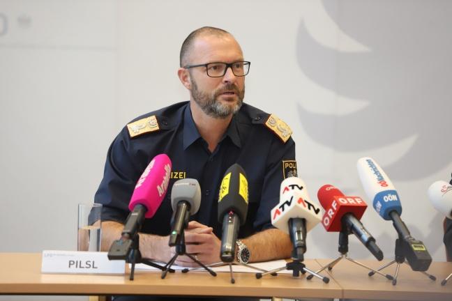 Verschwundene Dienstwaffen: Reinigungskraft (17) entwendete Dienstwaffen von zwei Polizeidienststellen