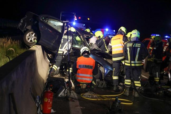 Schwerer Geisterfahrerunfall auf der Westautobahn bei Pucking
