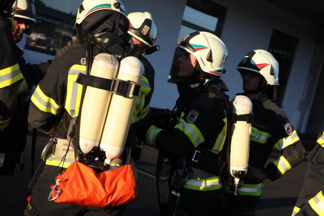 Großangelegte Einsatzübung von Feuerwehr und Rettungsdienst bei Industriebetrieb in Grieskirchen