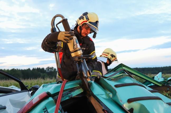 Spektakuläre Übung der Einsatzkräfte von Feuerwehr und Rotem Kreuz in Kremsmünster