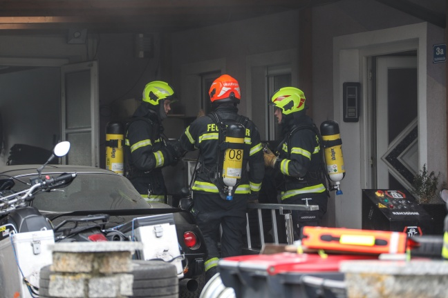Drei Feuerwehren bei Brand in einem Keller in Pucking im Einsatz