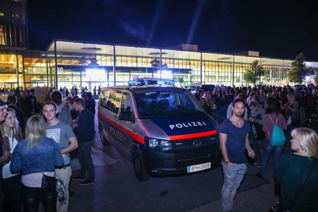 Konzertspektakel in Wels nach Bombendrohung geräumt und abgebrochen