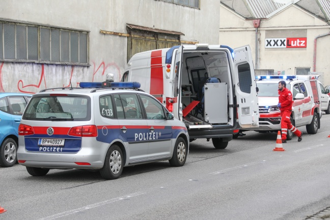 Frau in Wels-Innenstadt auf offener Straße niedergestochen