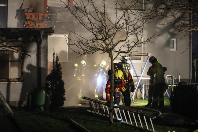 Nebengebäude und Fassade eines Hauses in Pasching in Brand