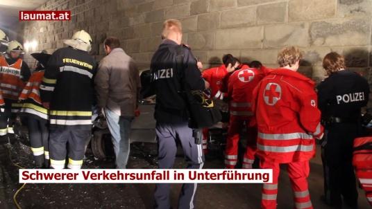 Schwerer Verkehrsunfall in Unterführung
