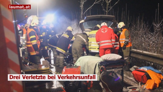 Drei Verletzte bei Verkehrsunfall