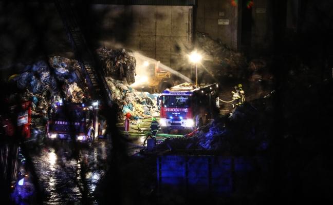 Größerer Brand bei Entsorgungsunternehmen in Redlham