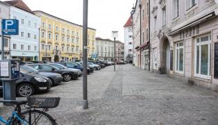 Zwei Asylwerber nach Messerattacke auf 29-Jährigen am Welser Stadtplatz als Täter ausgeforscht