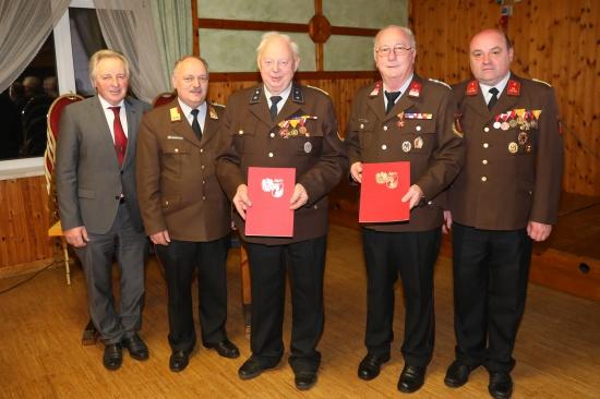 """Hohe Auszeichnung für """"ein Leben lang Feuerwehr"""" bei Vollversammlung der Feuerwehr Leombach"""