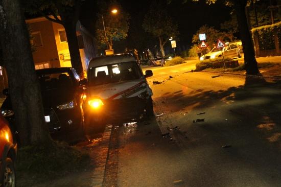 Zwei Verletzte bei Verkehrsunfall im Kreuzungsbereich