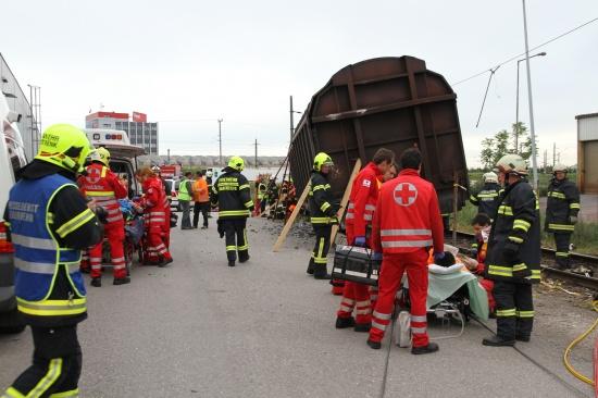 Drei Bahnmitarbeiter bei Verschubunfall teilweise eingeklemmt und schwer verletzt