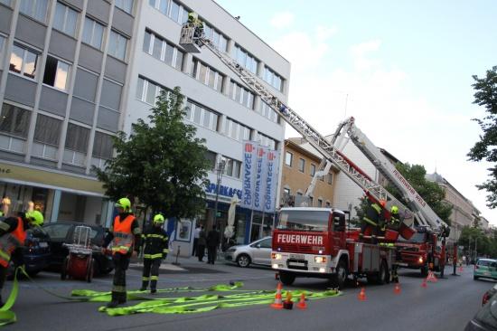 Feuerwehren übten in der Sparkasse Ringstraße für den Ernstfall