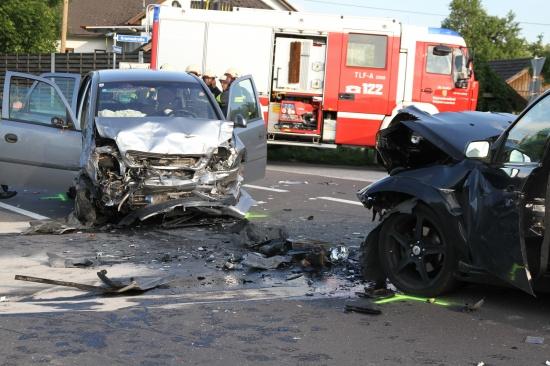 Drei Schwerverletzte bei Frontalzusammenstoß in Inzersdorf im Kremstal