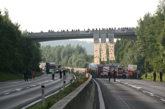 Demonstration legt Verkehr auf A8 lahm