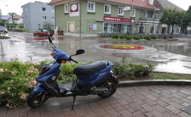Mopedlenker bei Verkehrsunfall in Marchtrenk schwer verletzt