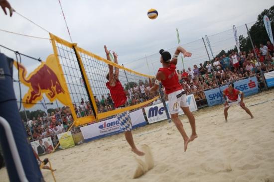 Profimatch Österreich gegen Deutschland lockte viele Besucher zur MeMed Beachtrophy