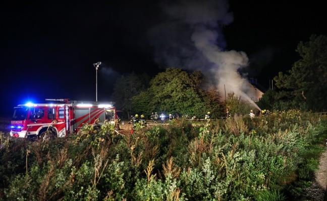 Großeinsatz bei Brand eines landwirtschaftlichen Gebäudes in Fischlham