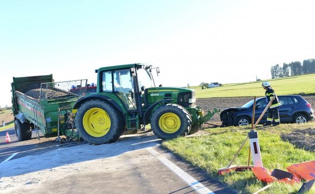 PKW krachte in Rainbach im Mühlkreis in Traktoranhänger